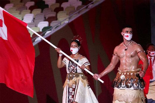 ببینید | لباس بومی و جالب توجه کشور تونگا در رژه المپیک توکیو