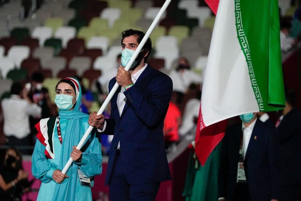 عکس | پرچم ایران در دستان صمد نیکخواهبهرامی و هانیه رستمیان