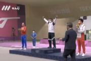 ببینید | لحظه برافراشته شدن پرچم ایران پس از کسب مدال طلا المپیک توسط فروغی