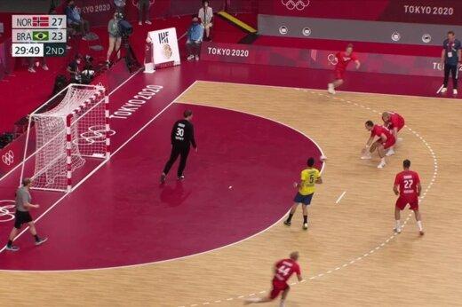 ببینید | اتفاق عجیب در المپیک 2020/ وقتی داور بازی پاس گل میدهد!