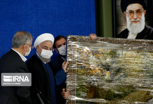 یک هدیه برای حسن روحانی در آخرین روزهای دولت +عکس