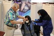 حمید لولایی و مجید قناد در حال تزریق واکسن کرونا/ عکس