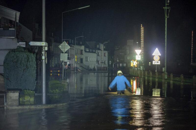 ببینید   ابتکار جالب امدادگران چینی برای تامین روشنایی در تاریکی شب با پهپاد