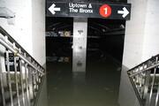 ببینید | ورود سیل به چندین ایستگاه مترو لندن