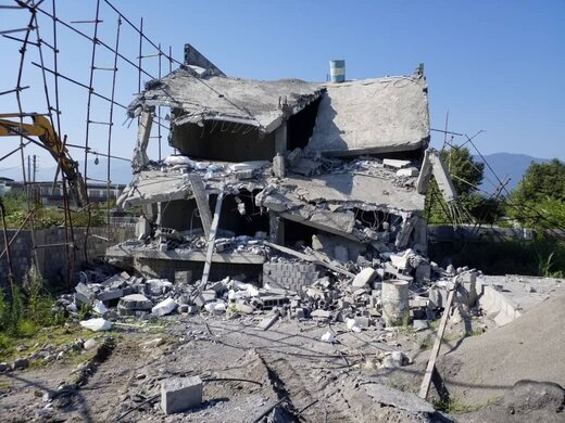تخریب ۷ ویلای غیرمجاز در شهرستان نوشهر