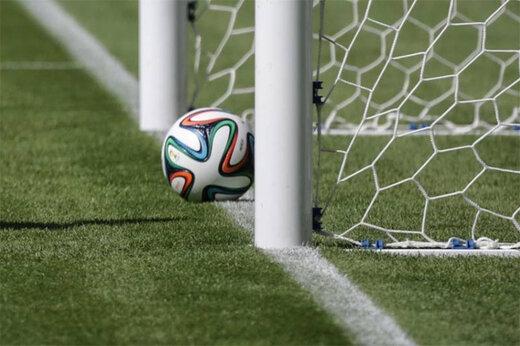 ببینید   گل دیدنی و خیرهکننده از روی نقطه وسط زمین فوتبال