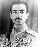 چرا محمدرضا شاه پهلوی مجبور شد سبیل بگذارد؟