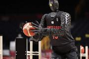 ببینید | شوآف ژاپنیها با رونمایی از ربات بسکتبالیست در المپیک