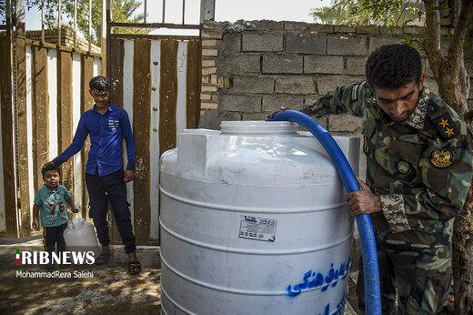 آبرسانی تانکرهای ارتش به روستاهای دشت آزادگان اهواز