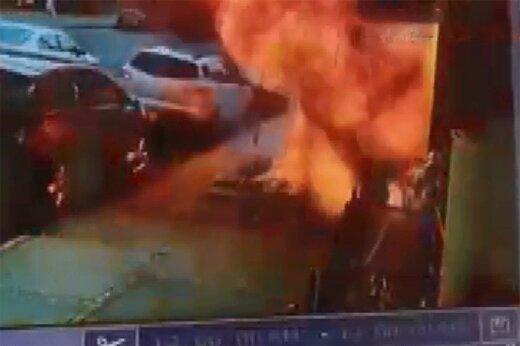 ببینید | نجات معجزهآسا از مرگ؛ لحظه انفجار وحشتناک پیادهرو در نیویورک