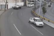 ببینید | سقوط وحشتناک یک کودک از خودرو وسط خیابان پس از باز شدن در اتومبیل!