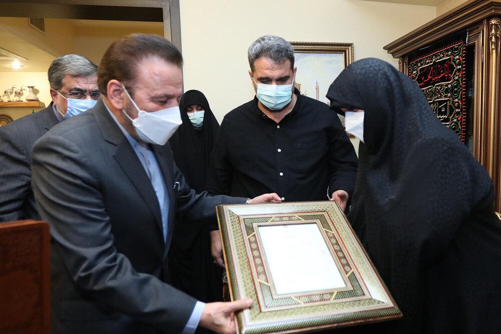 حضور واعظی در منزل مرحوم علیرضا تابش +عکس