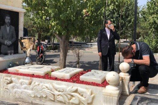 ببینید | اشکهای یحیی گلمحمدی بر سر مزار علی انصاریان