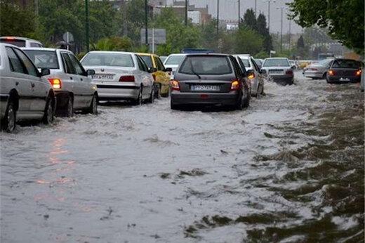 ببینید   لحظه جاری شدن سیل در خیابانهای تبریز پس از باران شدید