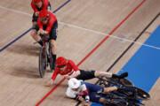 ببینید | لحظه تلخ برخورد دوچرخهسواران دانمارک و انگلیس در المپیک