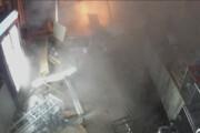 ببینید | حرکت دیوانهوار یک راننده که رستورانی را با خاک یکسان کرد!
