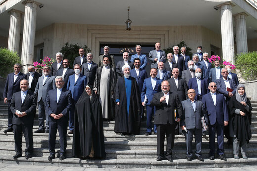 مسئولیت جدید حسن روحانی بعد از ریاست جمهوری /حسام الدین آشنا محکوم شد /وزیر بهداشت دست به قلم شد
