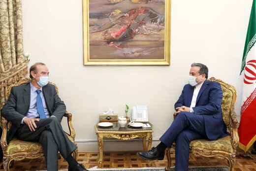 Araghchi, Mora meet, confer about JCPOA