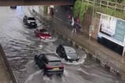 ببینید | لندن غرق شد؛ کوچههای پایتخت تحت سلطه سیل شدید