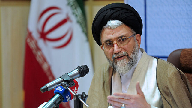 خطیب به قم رفت/ آیتااله بوشهری: وزارت اطلاعات باید پرچمدار مبارزه با فساد باشد