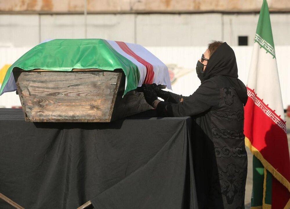 روزی تلخ برای اهالی هنر؛ خاکسپاری ارشا اقدسی ساعاتی پیش از علی سلیمانی