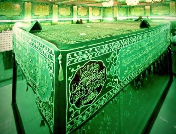 شعری که روی سنگ قبر قمربنی هاشم(س) حک شده است/ عکس