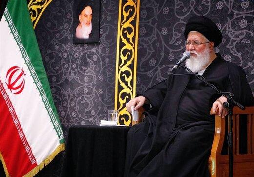 خاطره امام جمعه مشهد درباره کاپیتولاسیون / جوانان درمورد وضعیت قبل انقلاب چه میدانند؟