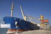 صف کشتیهای حامل کالاهای اساسی برای تخلیه بار در بنادر ایران