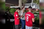 ببینید | صف اماراتیها برای عکس گرفتن با علی کریمی