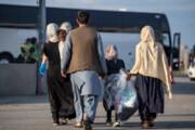 عکس   ورود مهاجران افغانستانی به فرودگاه تورنتو کانادا