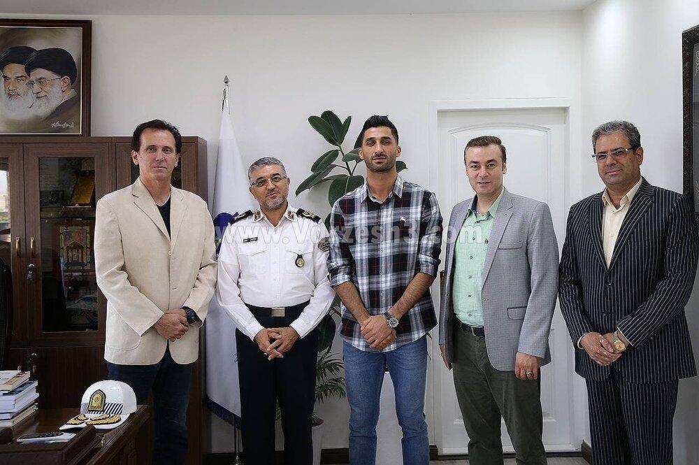 آشتیکنان دو استقلالی در دفتر پلیس/عکس