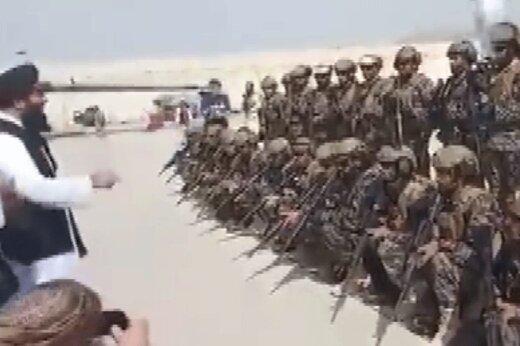 ببینید | تجهیزات و لباس مجهز نظامیان آمریکایی بر تن اعضای طالبان!