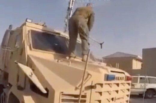 ببینید | لحظات تخریب تجهیزات نظامی توسط ارتش آمریکا پیش از فرار از افغانستان