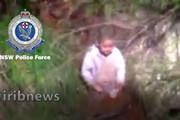 ببینید | لحظه پیدا شدن کودک ۳ ساله در جنگلهای استرالیا بعد از ۴ روز جستجو