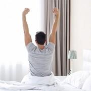 سه حرکت کششی که باید قبل از بیرون آمدن از رختخواب انجام دهید!