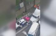 ببینید | رفتار دیوانهوار و عجیب یک راننده کامیون در مکزیک
