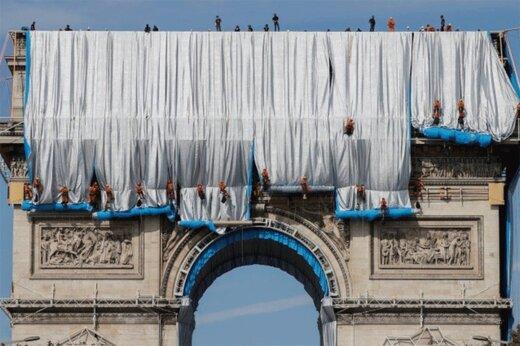 ببینید | بلایی که یک زوج هنری بر سر میدان معروف پاریس آوردند