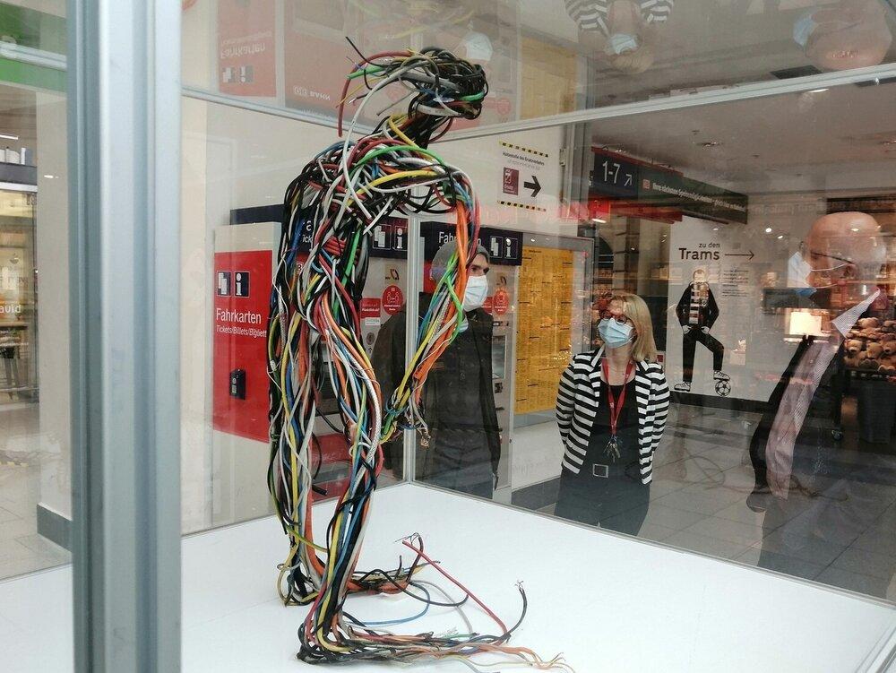 آثار هنری از جنس زبالههای غیرقابل بازیافت / عکس