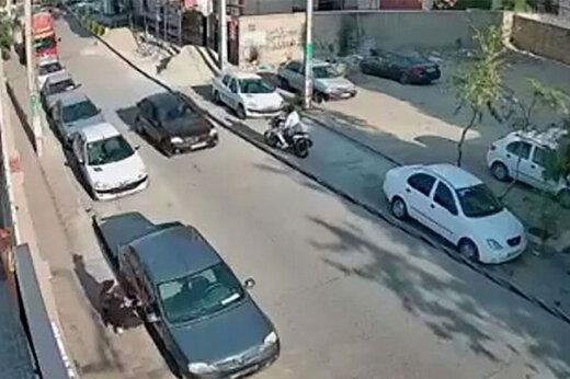 ببینید | لحظه سرقت گوشی از یک شهروند در اهواز با خونسردی کامل!