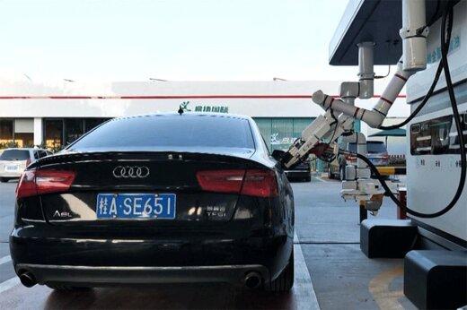ببینید | رونمایی از ربات بنزینزن در چین!