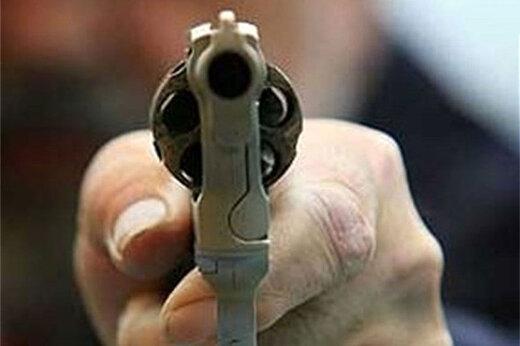 ببینید | لحظه شلیک مجرم مسلح سابقهدار به پلیس در گلپایگان