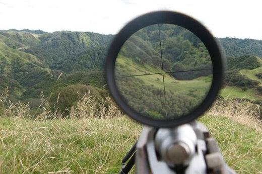 ببینید   لحظات دلهرهآور از درگیری مسلحانه یک شکارچی با دو محیطبان