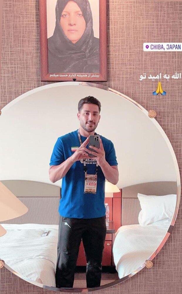 کار زیبای بازیکن تیم ملی والیبال در مراسم قهرمانی/عکس