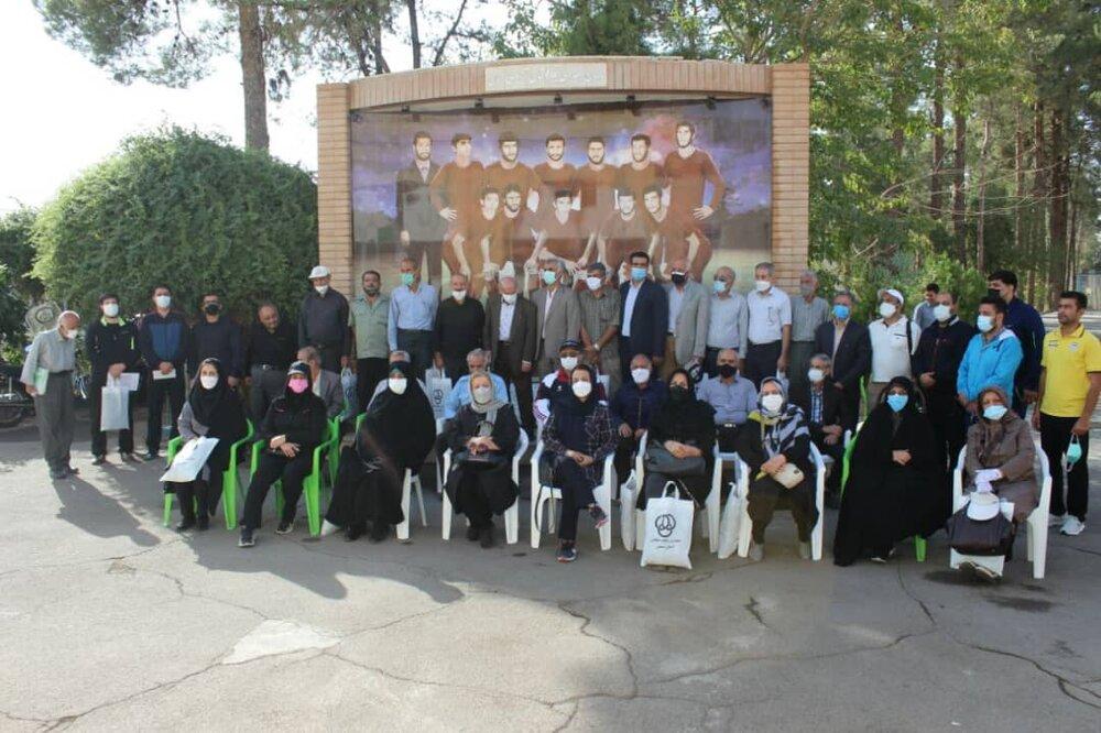 تجلیل از بازنشستگان اداره ورزش و جوانان استان سمنان در ورزشگاه پیر شهر