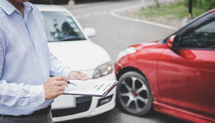 تصادفات خودرو و موتورها: عامل اصلی جراحتهای رانندگی