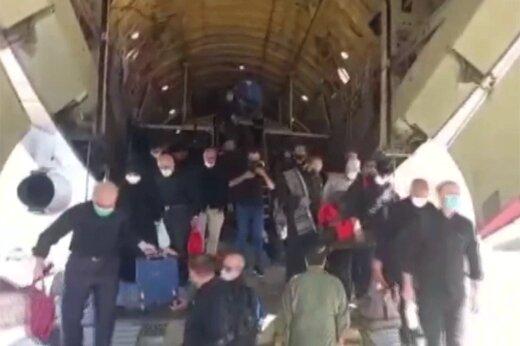 ببینید   فیلمی از لحظه پیاده شدن زائران از هواپیمای باری تهران به نجف