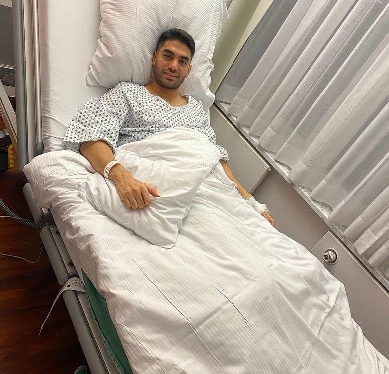 بازیکن تیم ملی روی تخت بیمارستان/عکس