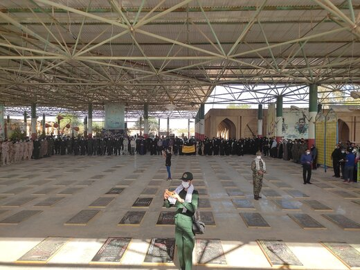 تصاویر | ادای احترام مردم و مسئولان آبادان به مقام شامخ شهدای ۸ سال دفاع مقدس