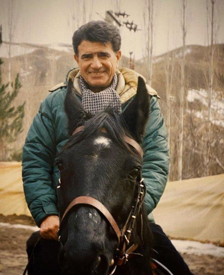 عکس | تصویری دیده نشده از استاد شجریان سوار بر اسب