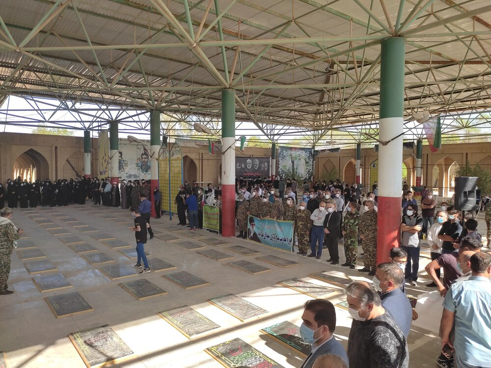 ادای احترام مردم و مسئولان آبادان به مقام شامخ شهدای 8 سال دفاع مقدس
